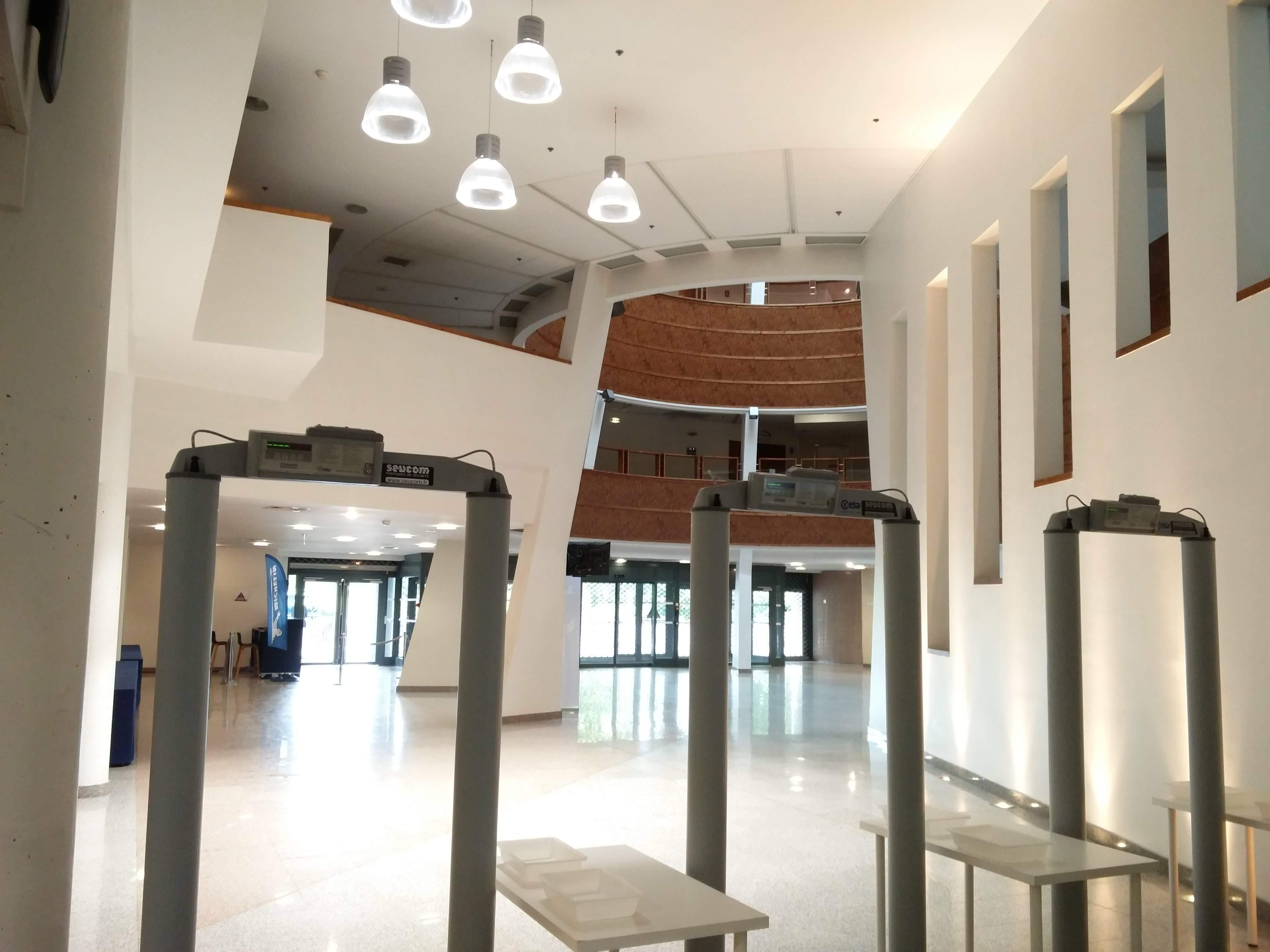 portique classic salle de conf rence clermont ferrand seucom. Black Bedroom Furniture Sets. Home Design Ideas